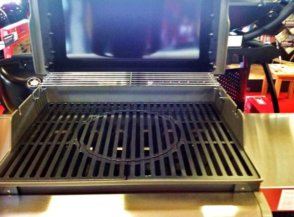 Barbecue a gas SPIRIT PREMIUM E-330 GBS BLACK, con griglie gourmet