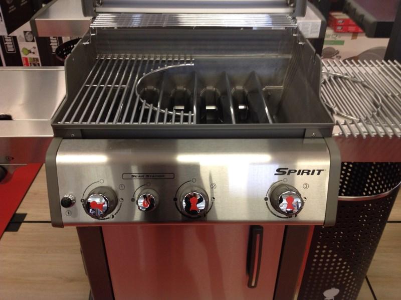 barbecue a gas spirit premium s 330 gbs black con griglie gourmet modello 2016. Black Bedroom Furniture Sets. Home Design Ideas