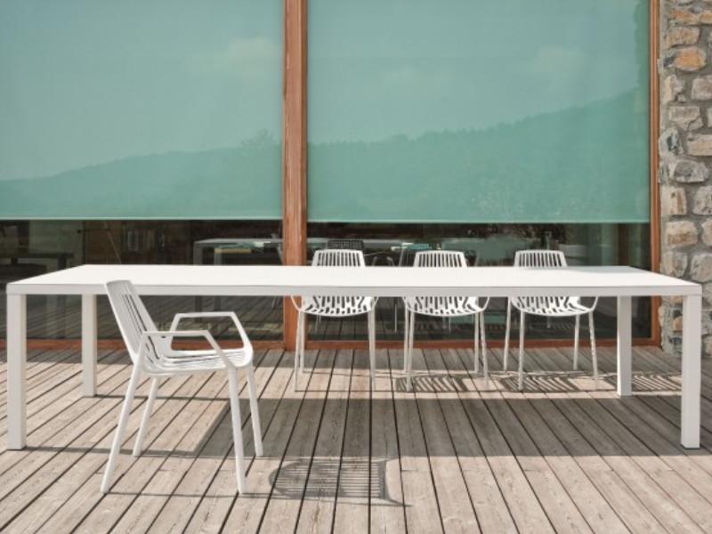 Sedia Rion di Fast in alluminio verniciato con braccioli arredo bianco 850