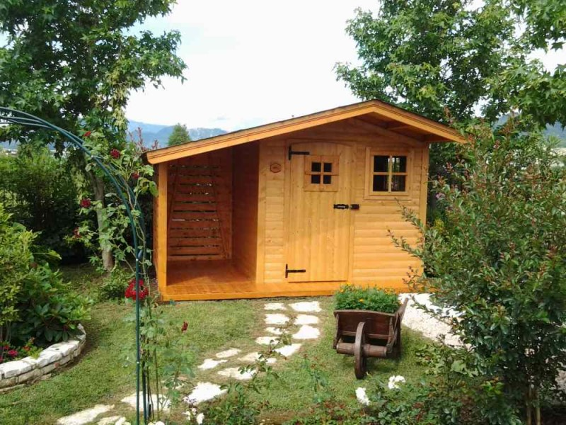 casetta in legno fiorin a pannelli portico laterale con pavimento