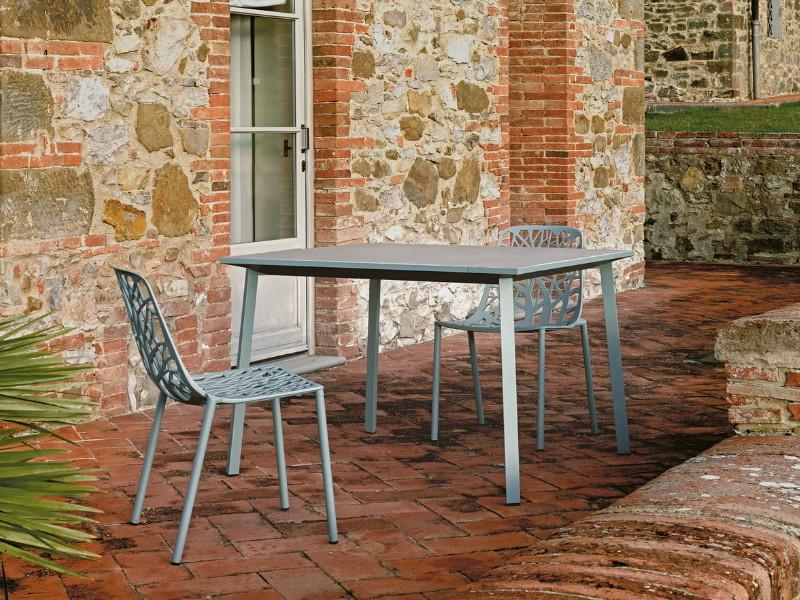 Tavolo Tile di Fast quadrato grigio polvere arredo azzurro pastello 871010