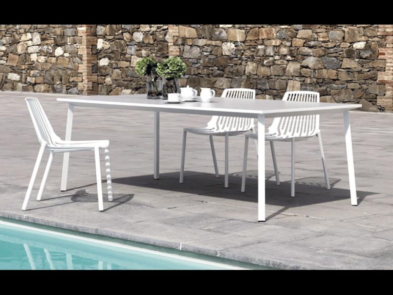 Tavolo Tile di Fast quadrato grigio polvere arredo bianco 871010