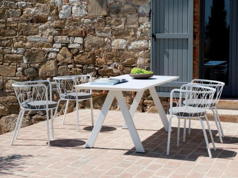 Tavolo desiree moderno con piano in metallo vermobil for Arredo giardino in metallo